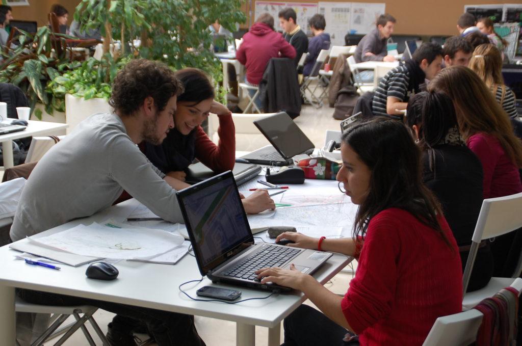 Alumnos UFV en un foro de emprendimiento